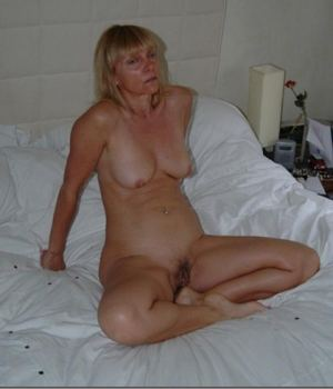 Blonde Matured Mom With Hairy Pussy Posed Nude