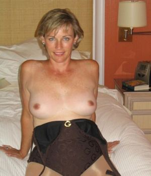 Blonde mom With All Natural Assets