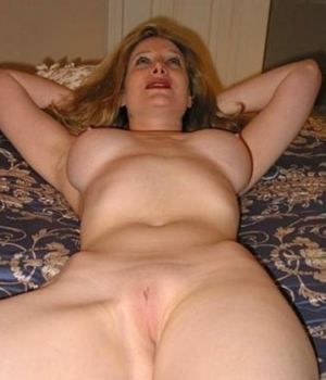 Candid MILF Girlfriend Nude In Bed