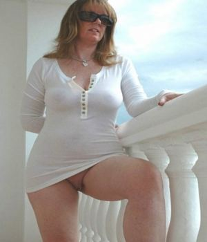 Curvy Blonde MILF Got No Undies