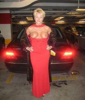 Elegant Matured Lady Shows Her Great Tits