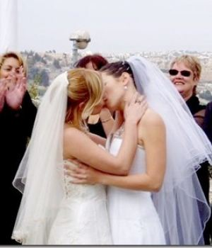 Lesbian Wedding Kissing Hot Moments
