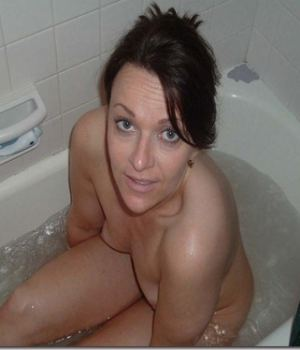 Lovely Sex Crazed MILF Caught Nude In The Tub
