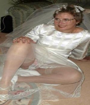 Matured Girlfriend Wedding Day Upskirt