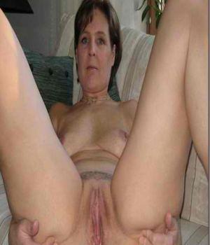 Mom Spreading Her Love Holes