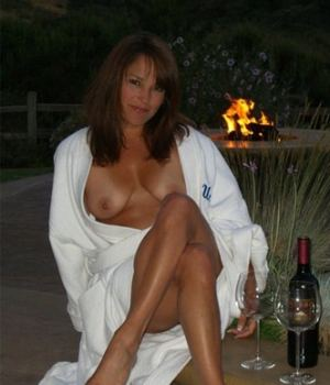 See This Delicious Hot Mommy Taking Off Her Robe