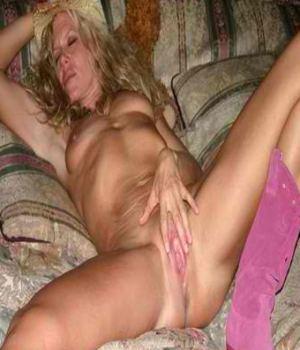 Skinny Cowgirl Milf Masturbates
